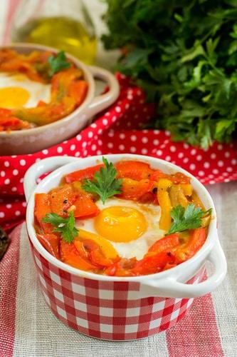 Gevulde tomatensoep met linzen en ei
