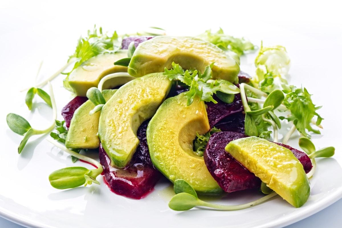 Avocado-biet salade